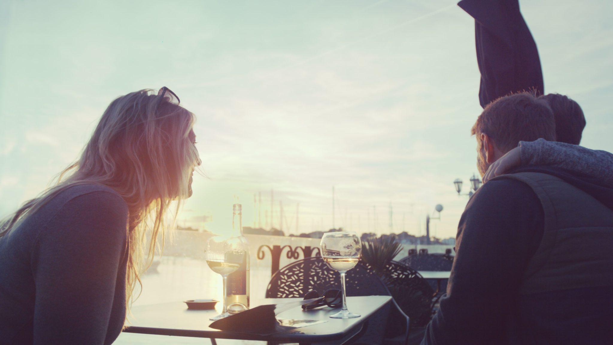 Apéritif en terrasse vue sur le port