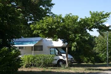 Aire-de-camping-cars-des-Pins-Bleus