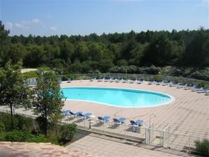 Domaine-du-Golf-de-Pinsolle-Soustons-Pierre-et-Vacances-piscine