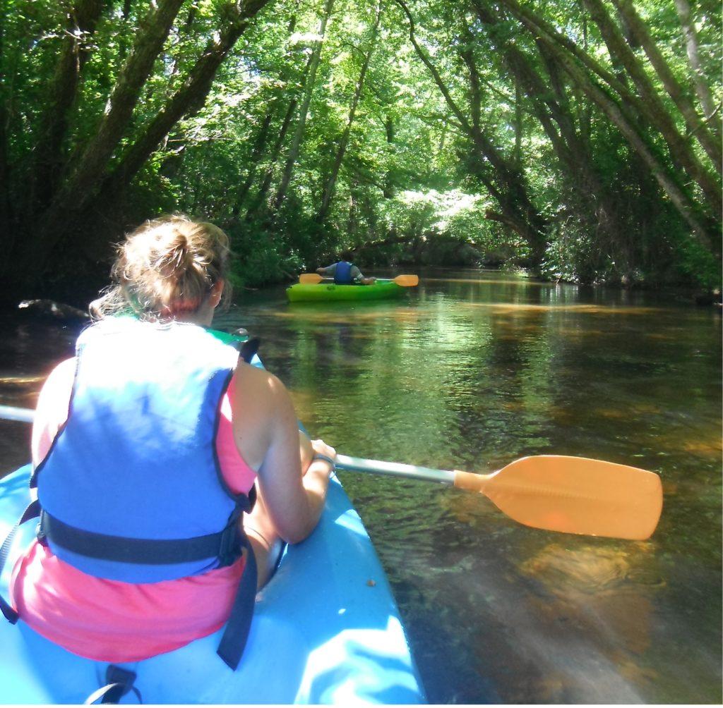 LEON-Canoe-surfing–2-