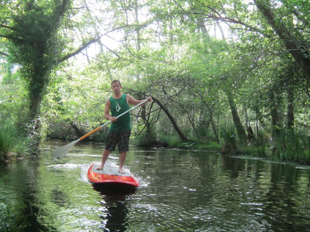 LEON_Canoe surfing_paddle rivière
