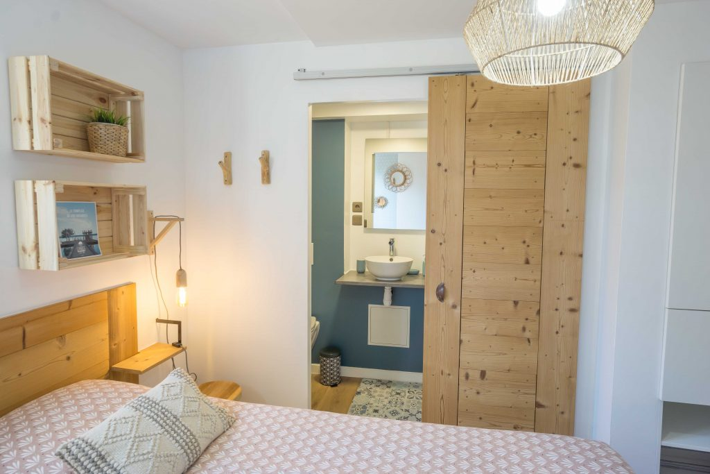 WOOD-N-SEA-SURF-LODGE-CAPBRETON–4-